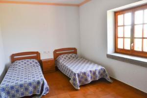 A bed or beds in a room at Veinat de les Ferreries Villa Sleeps 18 Pool WiFi