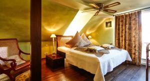 A bed or beds in a room at Der Zauberlehrling