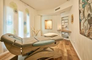 Een bed of bedden in een kamer bij Hotel Villa Hügel