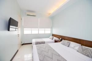 A bed or beds in a room at Tanaya Bed & Breakfast