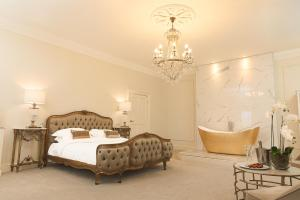 A bed or beds in a room at Winstanley House
