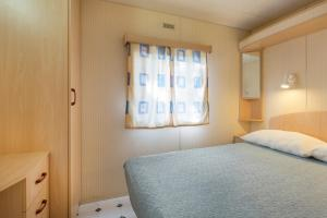 A bed or beds in a room at Camping Bosco & Village Cannobio