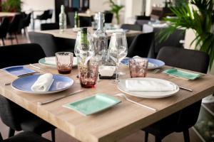 A restaurant or other place to eat at Ibersol Antemare -Adults Only-