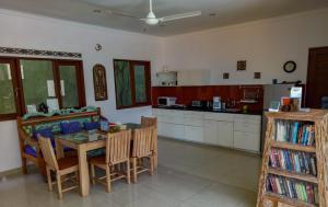 A kitchen or kitchenette at Villa Rangga Bodhi