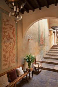 The lobby or reception area at Hotel Casa 1800 Granada