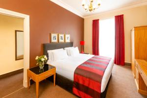 A bed or beds in a room at Millennium Hotel Glasgow