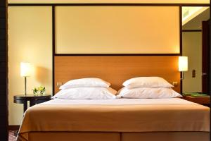 A bed or beds in a room at Pestana Casino Park Hotel & Casino