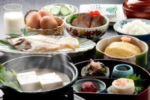Breakfast options available to guests at Mikuniya