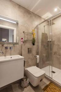 A bathroom at pastorelli