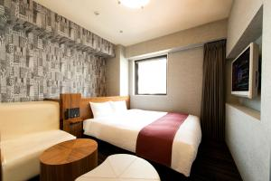 A bed or beds in a room at Hotel Villa Fontaine Tokyo-Shinjuku