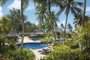 The swimming pool at or near Shangri-La Golden Sands, Penang