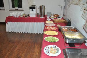 Jedzenie w pensjonacie lub w pobliżu
