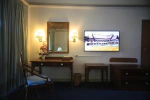 Een TV en/of entertainmentcenter bij Wiang Indra Riverside Resort