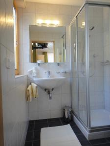Ein Badezimmer in der Unterkunft Hotel Garni Ragaz