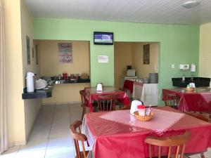 A restaurant or other place to eat at Pousada Bela Vista