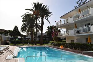Het zwembad bij of vlak bij Apartamentos Montemayor
