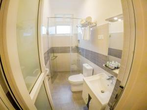A bathroom at Shamaz Galle - Level 1 Certified