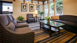 A seating area at Best Western Cascadia Inn