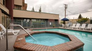 The swimming pool at or near Best Western Cascadia Inn