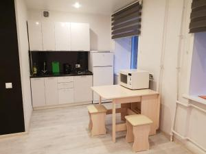 A kitchen or kitchenette at Apartment in the Quiet Center of Novosibirsk on Red Avenue