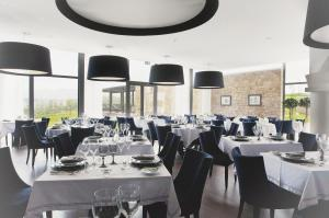 A restaurant or other place to eat at Real Abadia, Congress & Spa Hotel