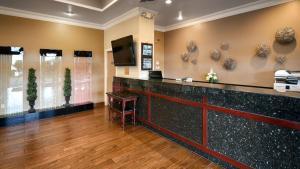 The lobby or reception area at Best Western Cascadia Inn
