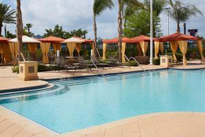 The swimming pool at or near Hilton Garden Inn Orlando International Drive North