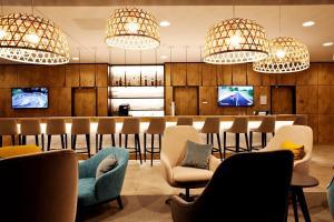 The lounge or bar area at Hampton By Hilton Aachen Tivoli