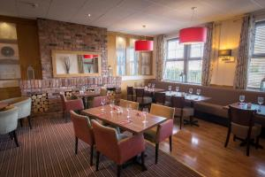 A restaurant or other place to eat at Allerton Court Hotel