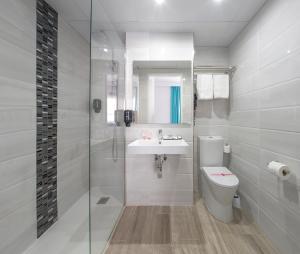 A bathroom at Hotel Tropical
