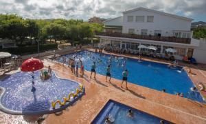 Het zwembad bij of vlak bij Camping Sènia Caballo de Mar