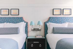 A bed or beds in a room at Hotel Triton