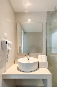A bathroom at Vergina Studios & Apartments