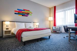 A bed or beds in a room at Park Inn by Radisson Amsterdam Airport Schiphol