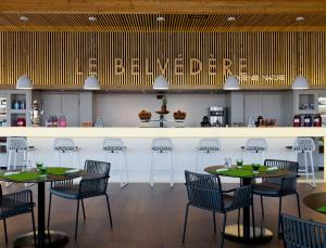 The lounge or bar area at Hôtel Barrière Ribeauvillé