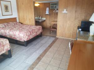 A bed or beds in a room at Towne Center Motel
