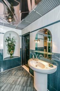 Um banheiro em Квартира в Центре 3 спальни