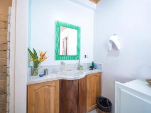 A bathroom at Stone Creek House