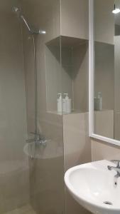 A bathroom at Studio28 at Clove Garden