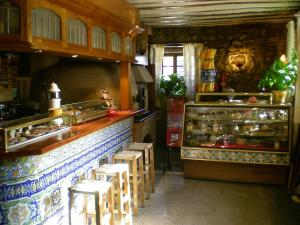 A kitchen or kitchenette at Hotel Puerta Romeros