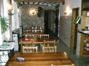 A restaurant or other place to eat at Hotel Puerta Romeros