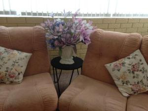 A seating area at ★ Stylish Family Home! ★