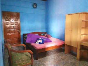 A bed or beds in a room at Meteor Raya Homestay