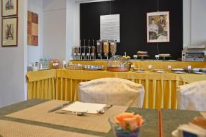 A restaurant or other place to eat at Hotel Sant'Elia