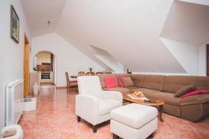 Posezení v ubytování Seaside apartments with a swimming pool Pucisca, Brac - 9697