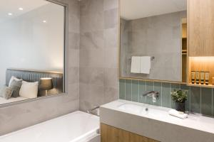 A bathroom at Ingot Hotel Perth, Ascend Hotel Collection
