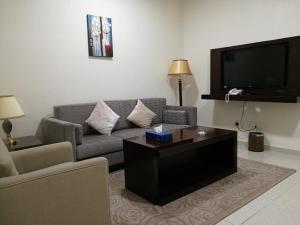 Uma TV ou centro de entretenimento em Varvan Al-Jubail