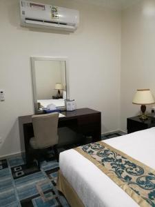 Cama ou camas em um quarto em Varvan Al-Jubail