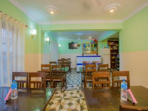 A restaurant or other place to eat at Waling Fulbari Guest House