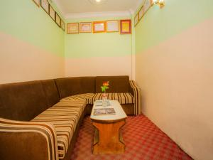 A seating area at Waling Fulbari Guest House